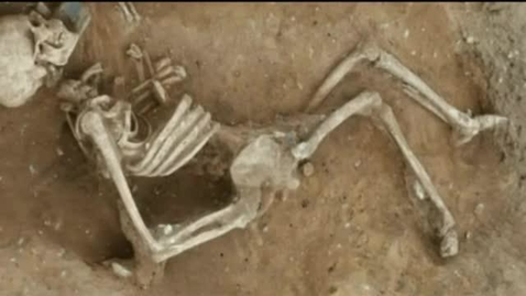 Thumbnail for entry Mystery skeleton mystifies archaeologists