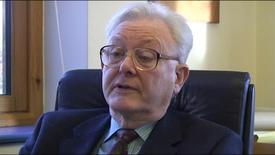 Thumbnail for entry Sir Peter Mansfield talks about the development of MRI