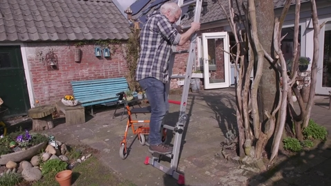 Thumbnail for entry Op de ladder