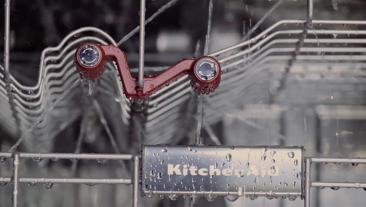 Targeted Third Level Rack Spray Jets - KitchenAid® Dishwashers
