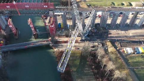 Hier fliegen 340 Tonnen Stahl durch die Luft