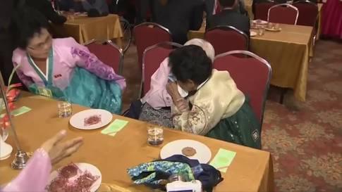 Tränen bei Familienvereinigung in Korea