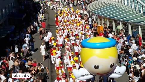 Farbenpracht und Eleganz am St. Galler Kinderfest-Umzug