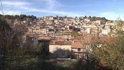 b814c3f817 Dorf auf Sardinien verkauft Häuser für einen Euro – nicht von ...