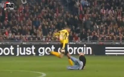 Alkmaar Goalie Esteban Tritt Einen Fan Und Sieht Rot