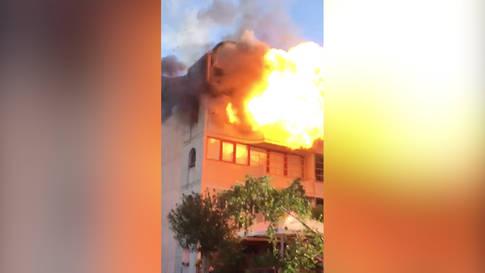 Explosion in einem Mehrfamilienhaus