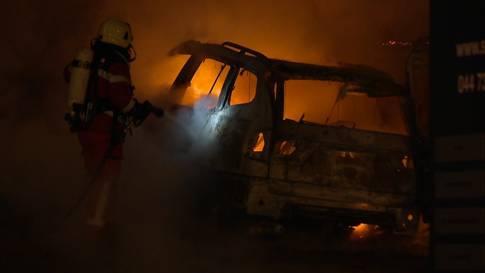 Urdorf ZH: Zwei Autos komplett ausgebrannt