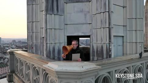 Grossmünster-Pfarrer erteilt Zürich in der Coronakrise den Segen