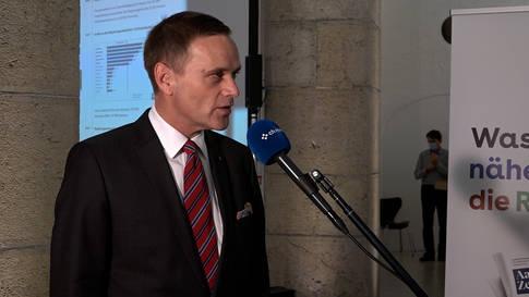 Wiedergewählter Gesundheitsminister Gallati prüft Schliessung von Bars und Clubs
