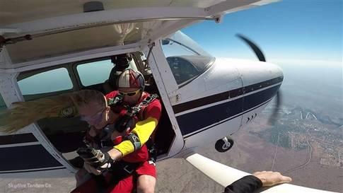So spektakulär ist Fallschirmspringen über den Victoriafällen