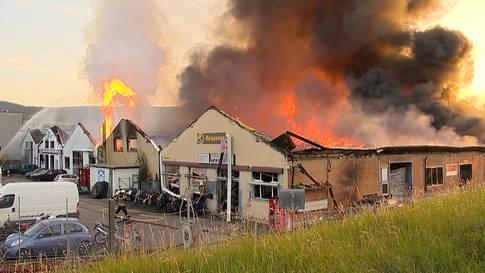 Laufen (BL): Grossbrand wütet in Industriegebiet