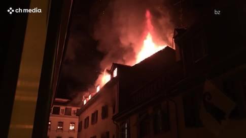 Zwei Verletzte bei Dachstockbrand an der Rheingasse in Kleinbasel
