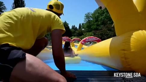Eine Riesen-Wasserrutsche in Lausanne