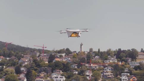 Drohne fliegt Laborproben über den Zürichsee
