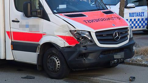 Hütten (ZH): Leichtverletzter bei Unfall mit Rettungswagen