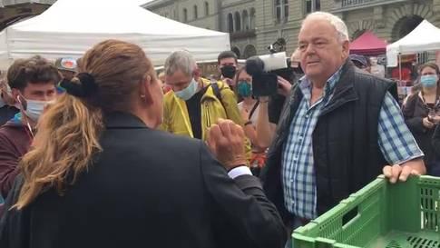 Klimaaktivisten auf dem Bundesplatz - Streitgespräch mit Jacqueline Badran