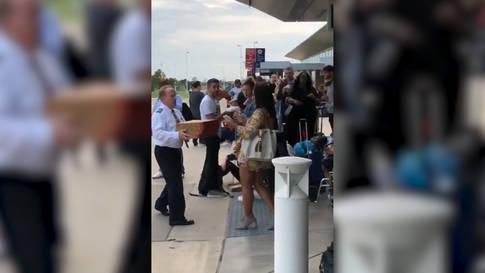 Pilot bestellt Pizza für gestrandete Fluggäste