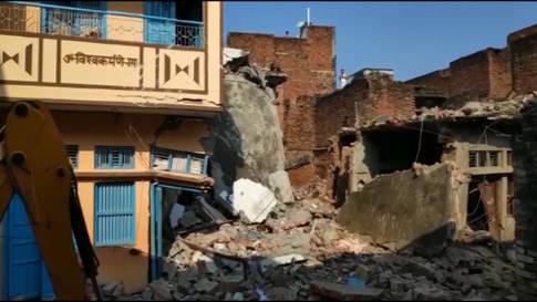 Wohnhauseinsturz: Mindestens zwölf Tote