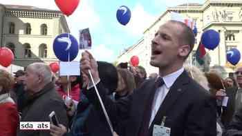 Tessiner feiern Cassis auf dem Bundesplatz