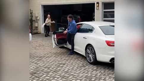 Versprechen werden nicht gebrochen: Maserati für die Mama!