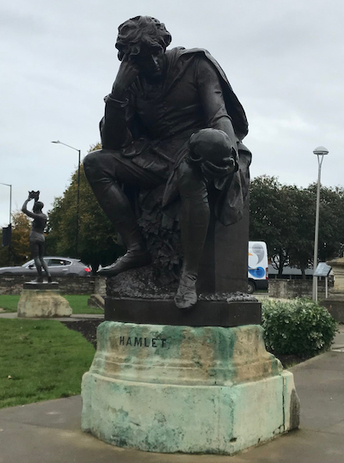 Figure 3: Statue of Hamlet pondering a skull in Stratford-upon-Avon, photo by: Chase Hockema