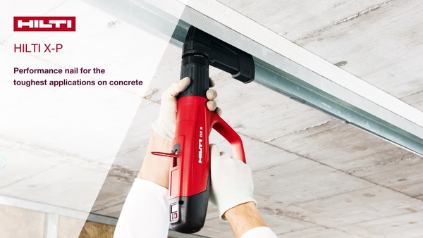 Vysvětluje, proč ajak X-P funguje připoužití naběžném atvrdém betonu (vlastnost–>výhoda)