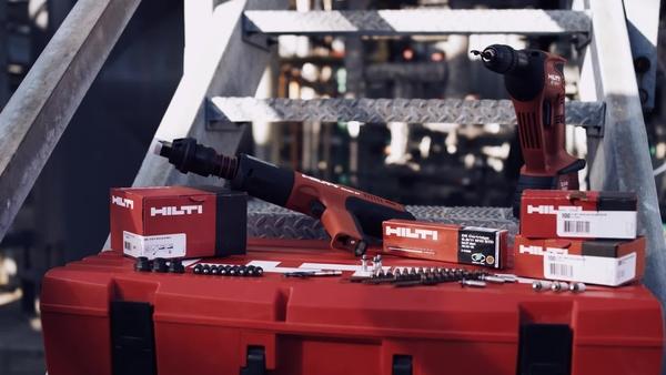Poprawny montaż kołka gwintowanego Hilti X-BT