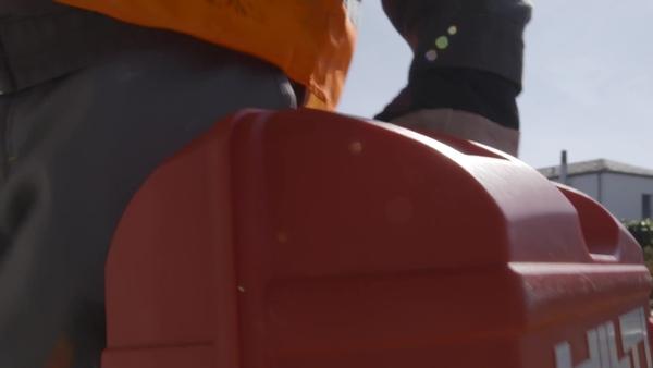 Vidéo d'application de production: Hilti HIT-1 est un mortier injectable à cartouche dure à traitement rapide pour tous les matériaux de base qui fonctionne également avec un pistolet de calfeutrage standard.