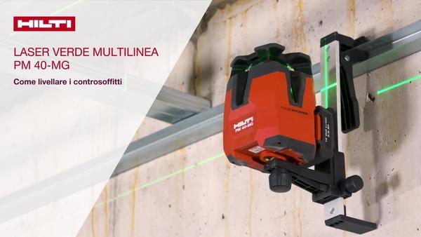 Livellamento di controsoffitti con il laser multilinea verde PM 40-MG. Usare la staffa per attacco a parete per fissare l'attrezzo sul profilo a parete. Usare il bersaglio verde per livellare il soffitto.