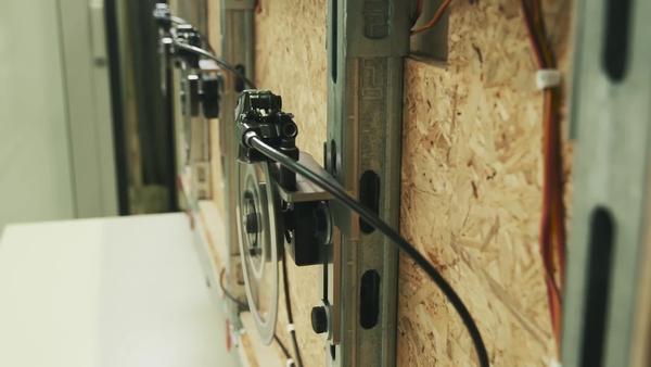 Видеоролик с отзывами клиентов и конструкторов о SF 6(H)-A22 – мощной аккумуляторной ударной дрели 22 В с активной регулировкой крутящего момента (ATC) и электронной муфтой для универсальных работ по дереву, металлу, кирпичу и другим материалам.