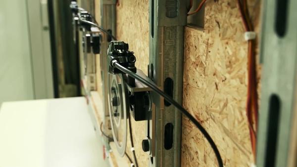 Leistungsstarker Akku-Schlagbohrschrauber (22V) mit elektronischer Schnellabschaltung ATC und elektronischer Kupplung für den universellen Einsatz in Holz, Mauerwerk, Metall und anderen Werkstoffen.