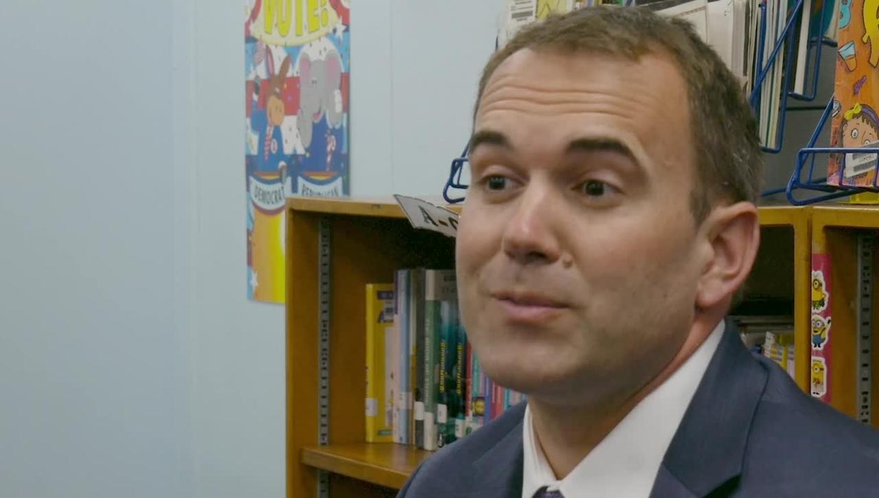 Programa de Dos Idiomas Llega a la Escuela Primaria Monroe en Santa Ana