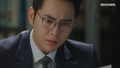 Geum Tae Woong finds a definite clue of Sa Do Chan.