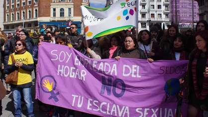 A lo largo de la historia, muchas mujeres del mundo han luchado  y luchan por sus derechos. Algunas lo han conseguido, se han logrado muchos avances, sin embargo la discriminación persiste. Por ello se cuenta  a través de la voz de mujeres anónimas, que por su condición han sido y son objeto  de discriminación múltiple,   y que inician cada día su batalla por la igualdad, por su empoderamiento, promoviendo el respeto a la diversidad y a su diferencia.  Este documental permitirá conocer  las historias de  estas mujeres castellano manchegas, con el objetivo de visibilizar y reconocer  la diversidad como potencial, con el objeto de modificar la consideración, percepción, discurso social, estereotipos, prejuicios, frente a la diversidad y heterogeneidad de las mujeres.
