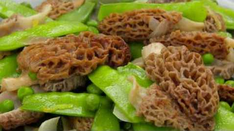 Thumbnail for entry Cooking Morel Mushrooms, Peas and Shallots with Barbara Brown