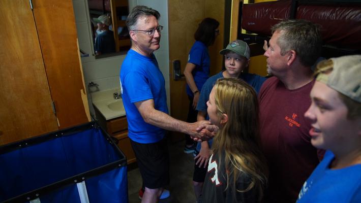 President Tim Sands helps new, returning Hokies move in