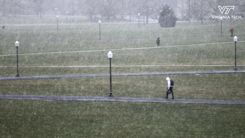 Thumbnail for entry Snow shower graces Blacksburg campus