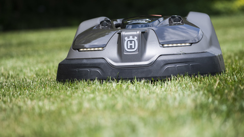 Thumbnail for entry Hahn Horticulture Garden Adds Robotic Lawnmower