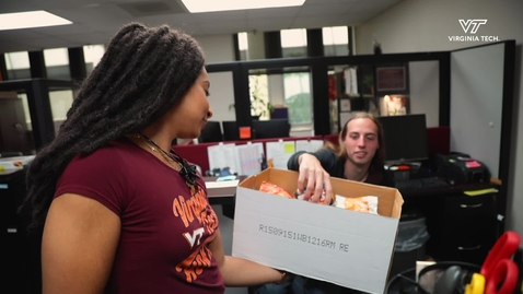Thumbnail for entry Pamplin students hand out treats to faculty, staff to commemorate InclusiveVT week