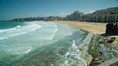 Miniatura para la entrada ocean-waves-bursting-on-the-shore-of-the-coast-4078