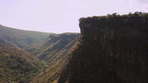 Miniatura para la entrada view-of-cliffs-and-a-valley-524