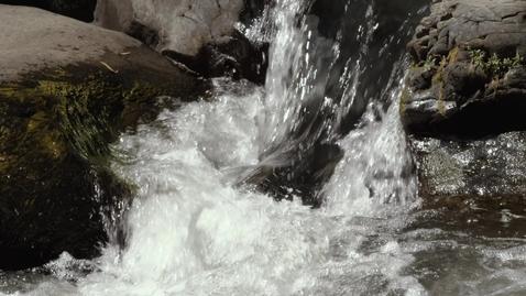 Miniatura para la entrada water-crashes-among-rocks-570
