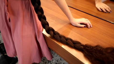 Thumbnail for entry Longest hair on a teenager