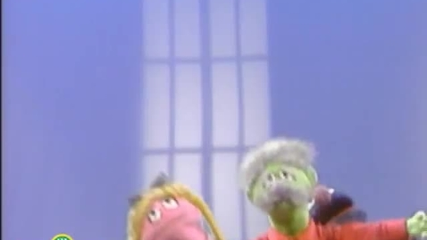 Thumbnail for entry Sesame Street: Exercise With Grover