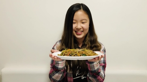 Thumbnail for entry How To Make Japchae (Mixed Vegetables with Noodles)