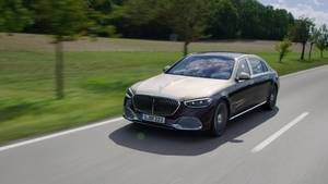 Mercedes-Maybach S-Class - Footage Driving Scenes