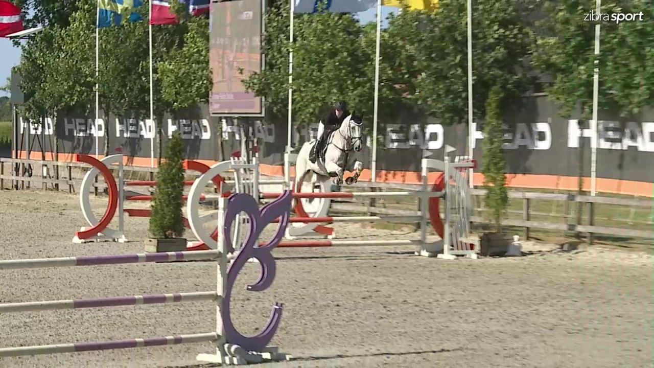 Se MB1* 125cm A klassen fra Riders Cup udendørs stævne 2018