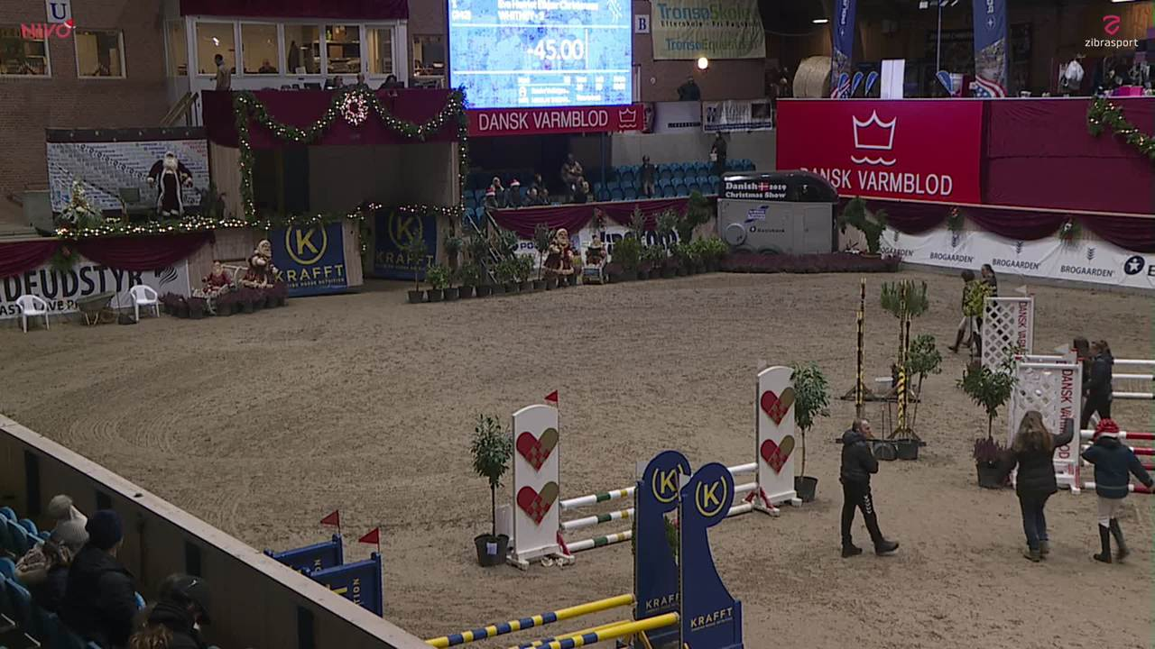 AB RIDEUDSTYR LB1* (65 cm) ved Christmas Show Warm Up for pony 2019