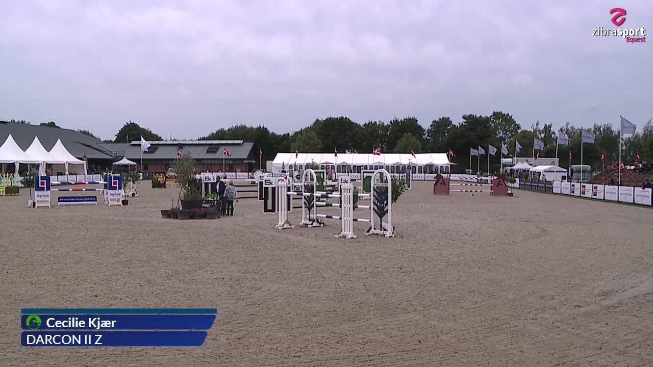 1st qualifier of Agria DRF Championship U18 – MA2** Jumping Horses (140 cm)